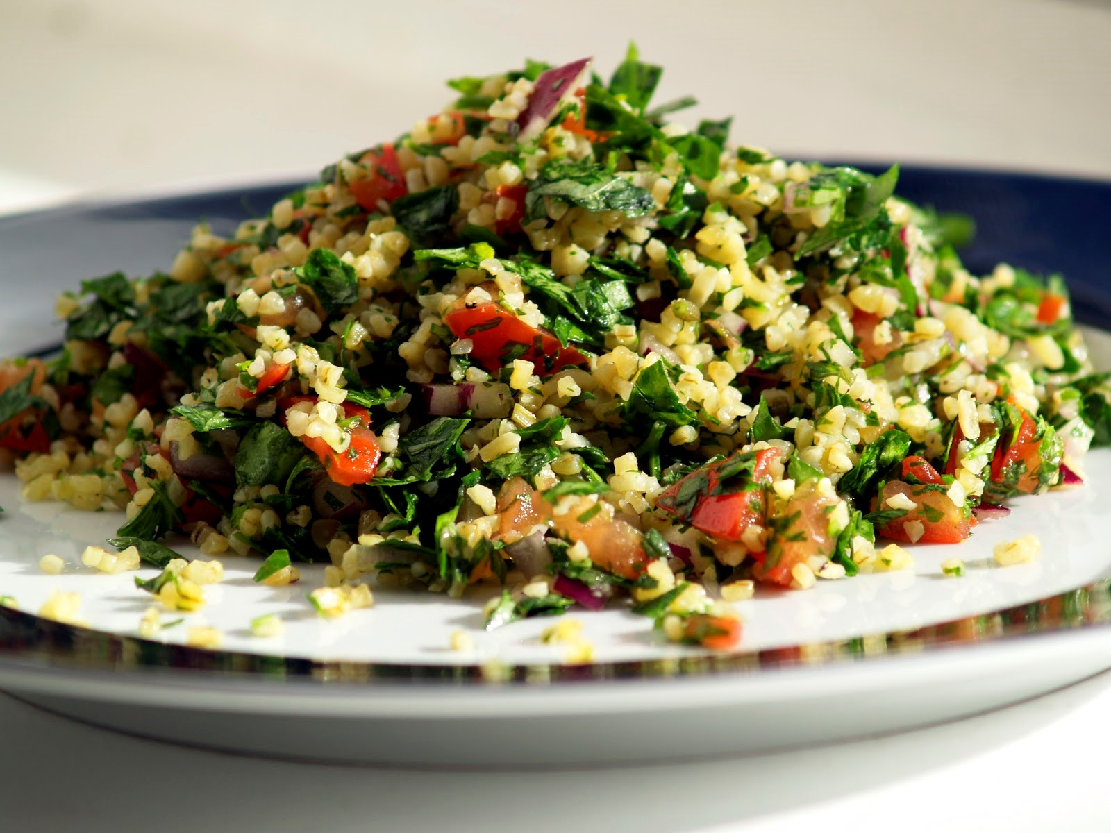 Tabbouleh, a Mediterranean recipe loaded with prebiotic insoluble fiber